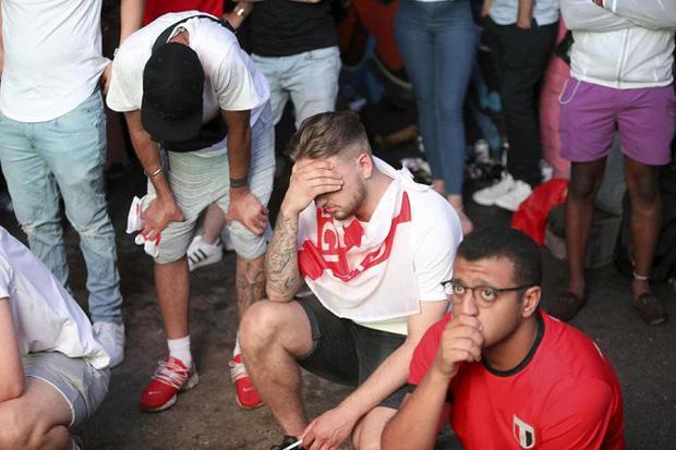 CĐV mắt đẫm lệ, Beckham thẫn thờ nhìn tuyển Anh lỡ hẹn chung kết World Cup - Ảnh 14.