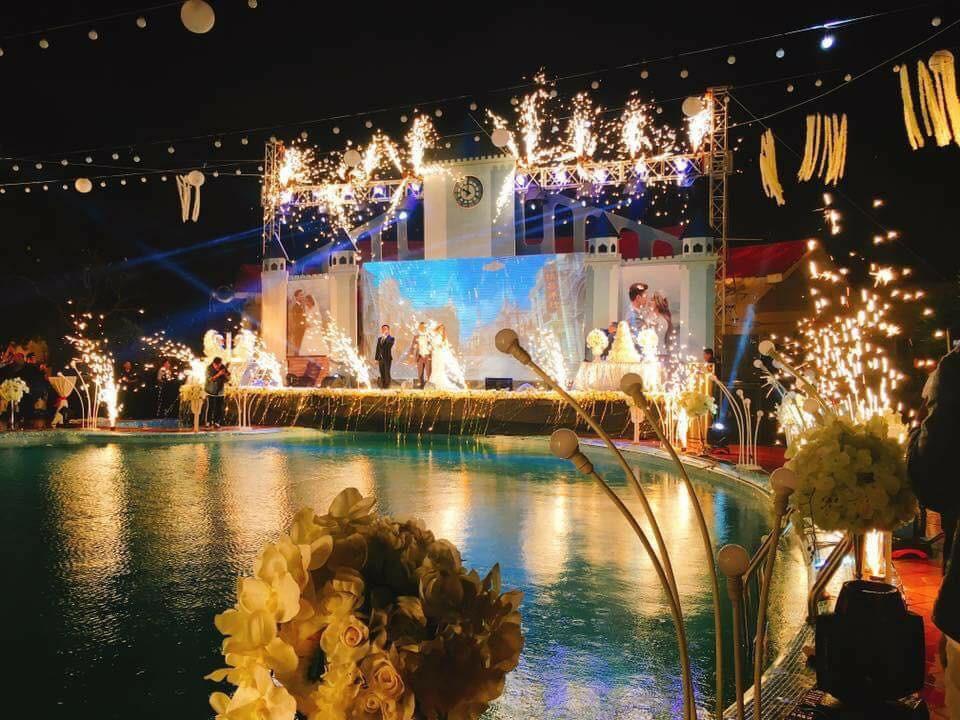 Lễ báo hỉ hoành tráng mời 1.000 khách, nguyên dàn motor đưa dâu, riêng trang trí đã hết 200 triệu ở Buôn Mê Thuột 5