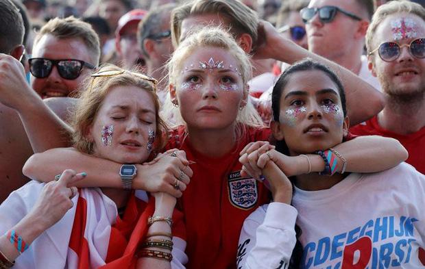 CĐV mắt đẫm lệ, Beckham thẫn thờ nhìn tuyển Anh lỡ hẹn chung kết World Cup - Ảnh 5.