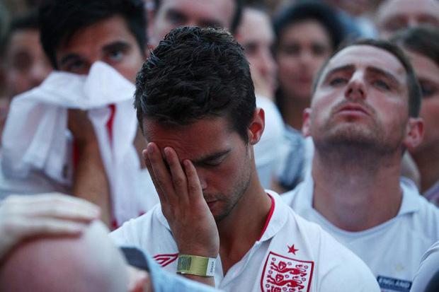 CĐV mắt đẫm lệ, Beckham thẫn thờ nhìn tuyển Anh lỡ hẹn chung kết World Cup - Ảnh 6.