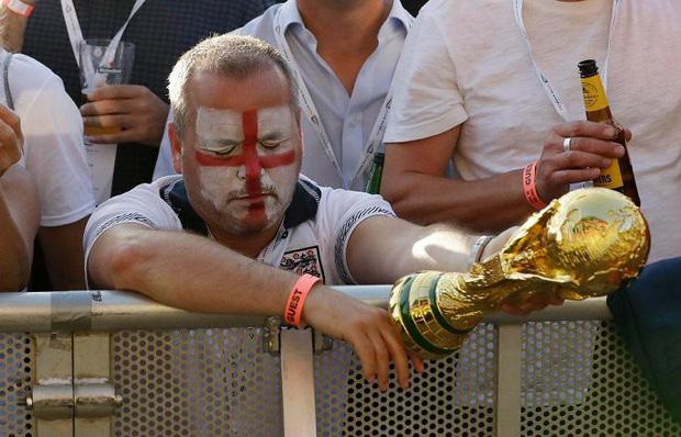 Beckham thẫn thờ, CĐV mắt đẫm lệ nhìn Tam sư lỡ hẹn cúp vàng World Cup 7