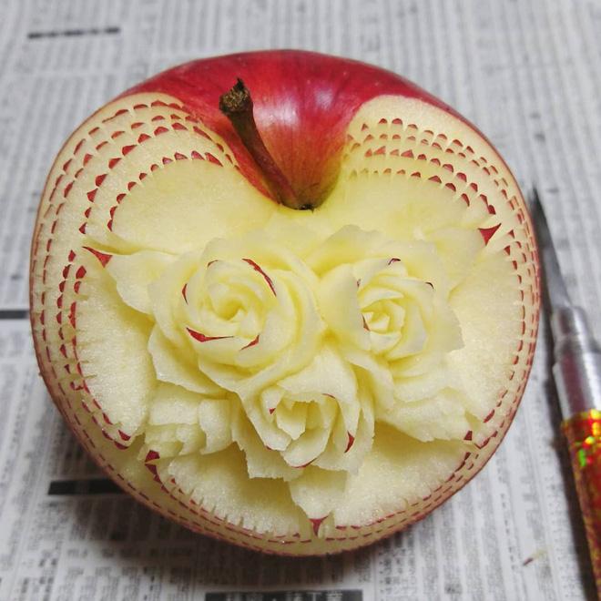 Chùm ảnh: Đỉnh cao của nghệ thuật cắt tỉa hoa quả là đây chứ đâu, dưa hấu, táo, lê bỗng chốc biến thành đèn lồng đẹp mê mẩn - Ảnh 7.