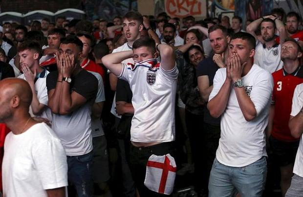 CĐV mắt đẫm lệ, Beckham thẫn thờ nhìn tuyển Anh lỡ hẹn chung kết World Cup - Ảnh 8.