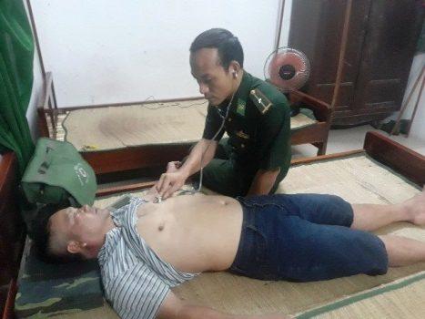 Tàu cá chở 9 ngư dân Quảng Nam bị sóng đánh chìm 1