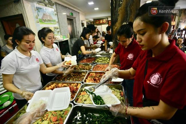 Bữa cơm đủ đầy chỉ với 2.000 đồng cho người lao động nghèo tại Hà Nội 6