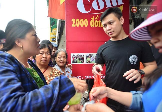Bữa cơm đủ đầy chỉ với 2.000 đồng cho người lao động nghèo tại Hà Nội 11