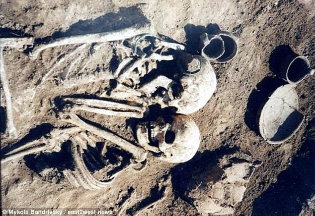 Cặp hài cốt chết trong tư thế kỳ lạ chưa từng thấy và sự thật bất ngờ cách đây 3.000 năm 3