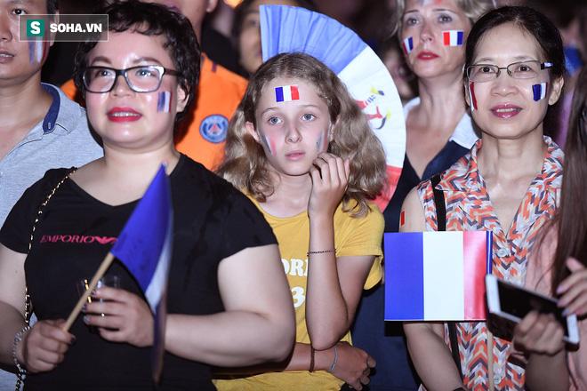 Ngẩn ngơ trước vẻ đẹp của CĐV Pháp cổ vũ đêm chung kết World Cup 2018 tại Việt Nam 5