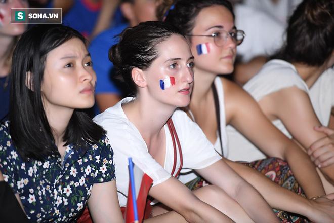 Ngẩn ngơ trước vẻ đẹp của CĐV Pháp cổ vũ đêm chung kết World Cup 2018 tại Việt Nam 11