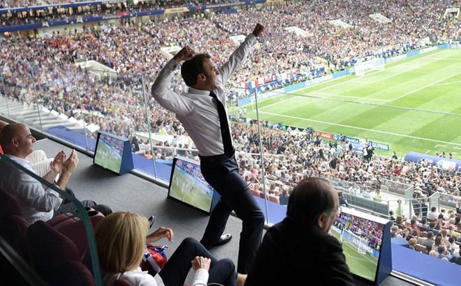 Tổng thống Pháp ăn mừng
