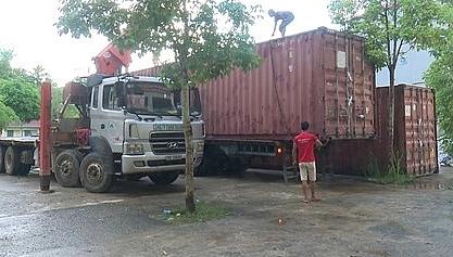 Phát hiện 2 thùng container chứa 4 ô tô vô chủ ở Bắc Kạn 1