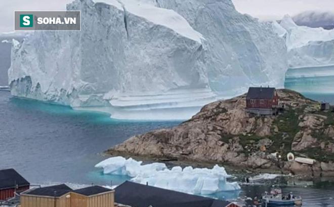 Tảng băng lớn bằng 2 sân bóng đá đang trôi dạt, có nguy cơ gây ra sóng thần 1