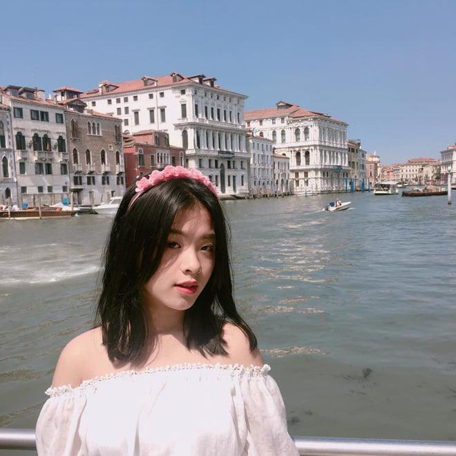 Mới ngày nào bé mũm mĩm, con gái út của nghệ sĩ Chiều Xuân giờ đã lớn phổng, tự tin diện bikini hút mắt - Ảnh 22.