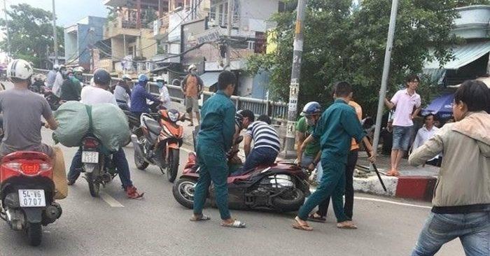 Clip: Trinh sát nổ súng khống chế 3 tên cướp cầm mã tấu chống trả ở Sài Gòn 1
