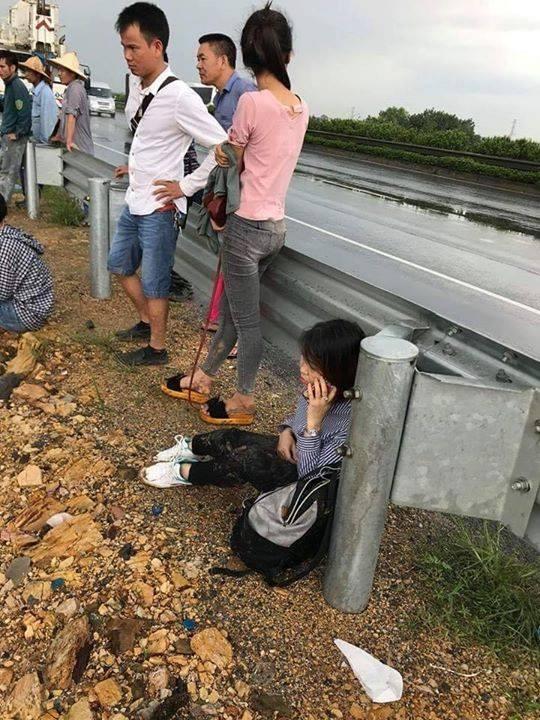 Xe khách lao khỏi cao tốc Pháp Vân – Cầu Giẽ, hơn 20 người hoảng loạn kêu cứu 4