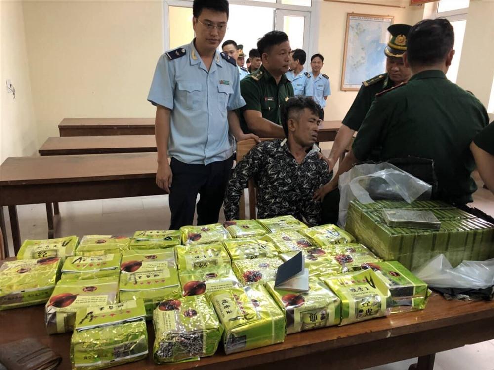 Chặn đứng 52 bánh heroin, 25 kg ma túy đá đang từ Lào vào Việt Nam 1