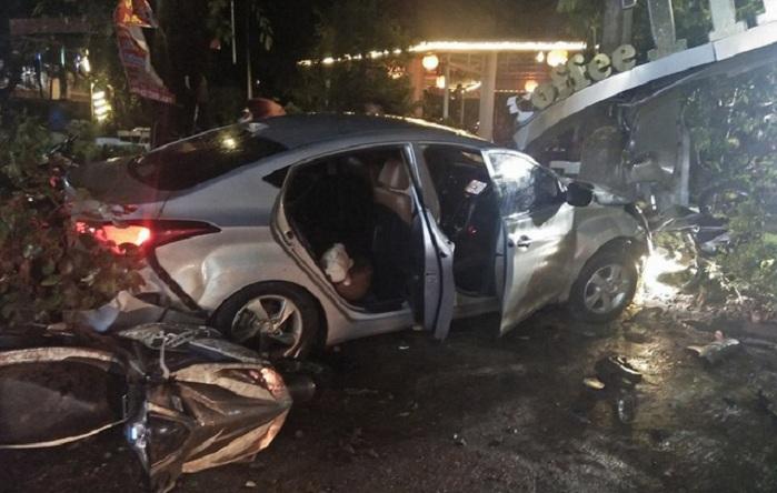 Khởi tố vụ ô tô lao vào quán cà phê đâm 2 nữ sinh tử vong 1