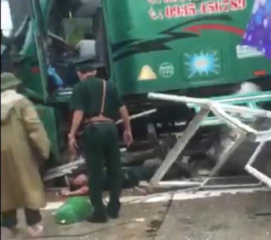 Xe container mất lái tông nát bốt gác khiến, một cán bộ biên phòng tử vong 1