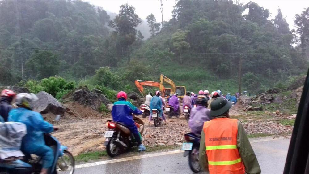 Sạt lở đất nghiêm trọng tại Sơn La, quốc lộ 6 bị chia cắt 2