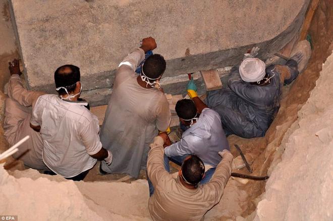 Mở quan tài đen bí ẩn nặng gần 30 tấn, Ai Cập thu được kết quả bất ngờ 1