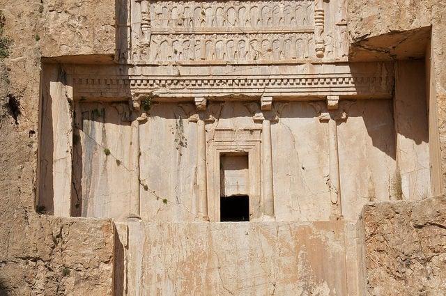 Lăng mộ hùng vĩ của những vị vua Ba Tư quyền lực nhất: Xây trên cả quả núi 5