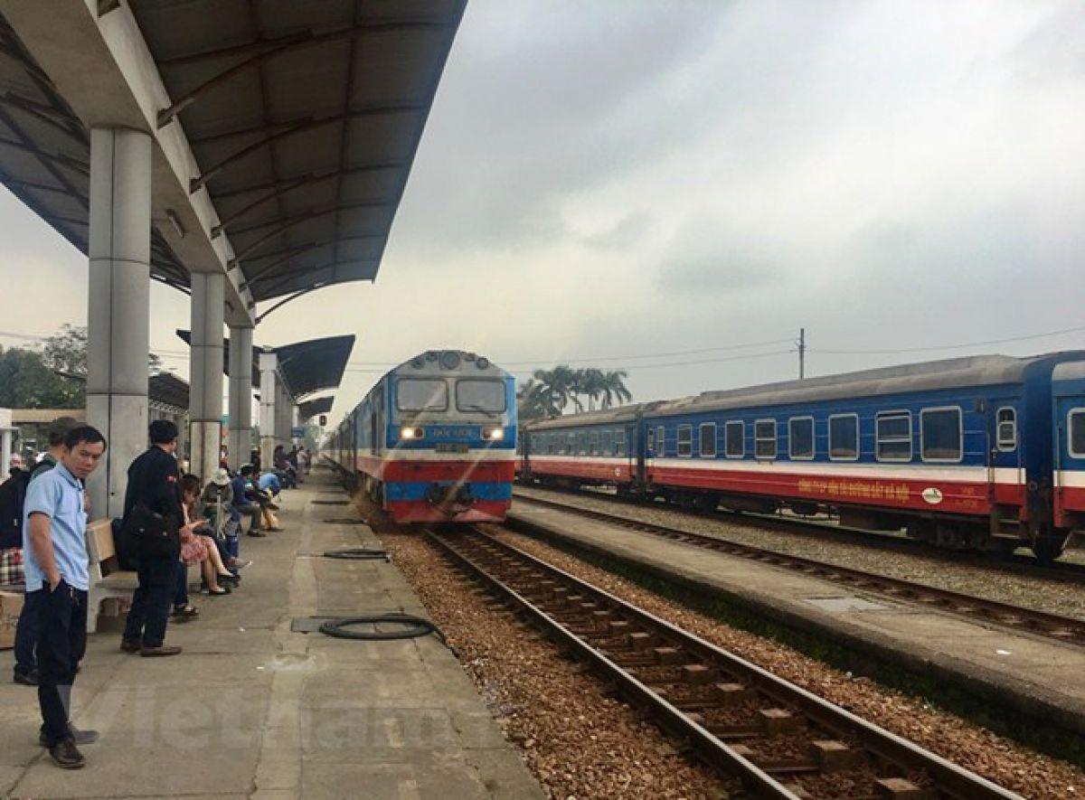 Mưa lũ lớn, ngành đường sắt dừng chạy tàu tuyến Hà Nội-Lào Cai 1