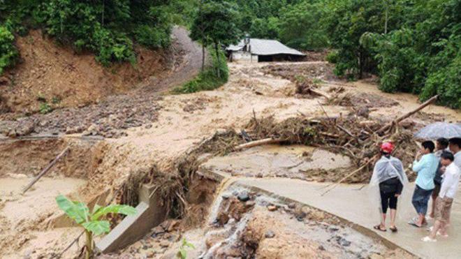 Mưa lũ khiến cầu ở Phú Thọ gãy nhịp, Yên Bái có hơn 10 người chết 3