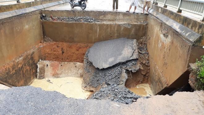 Mưa lũ khiến cầu ở Phú Thọ gãy nhịp, Yên Bái có hơn 10 người chết 1