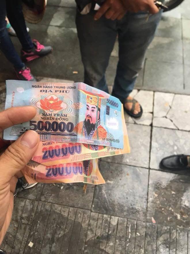 Đã tìm ra đối tượng trả 900.000 đồng tiền âm phủ cho 2 du khách nước ngoài 2