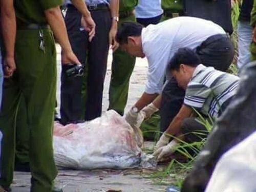 Phát hiện thi thể người trong bao tải tại vườn cao su 1