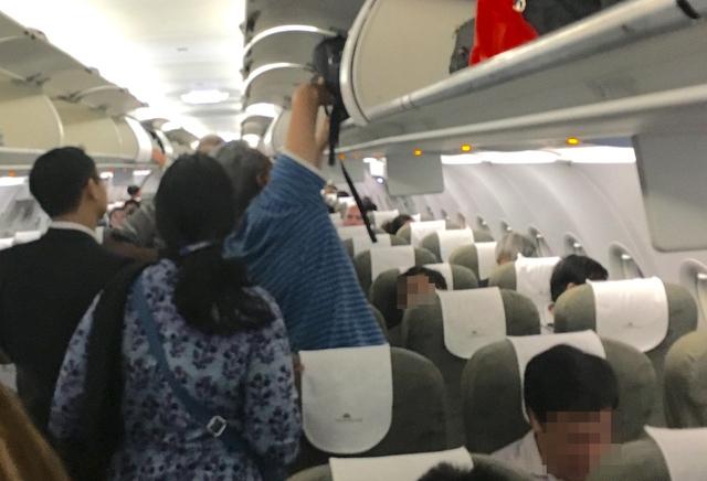 Nam hành khách đánh tiếp viên nữ trên máy bay bị phạt 15 triệu đồng 1
