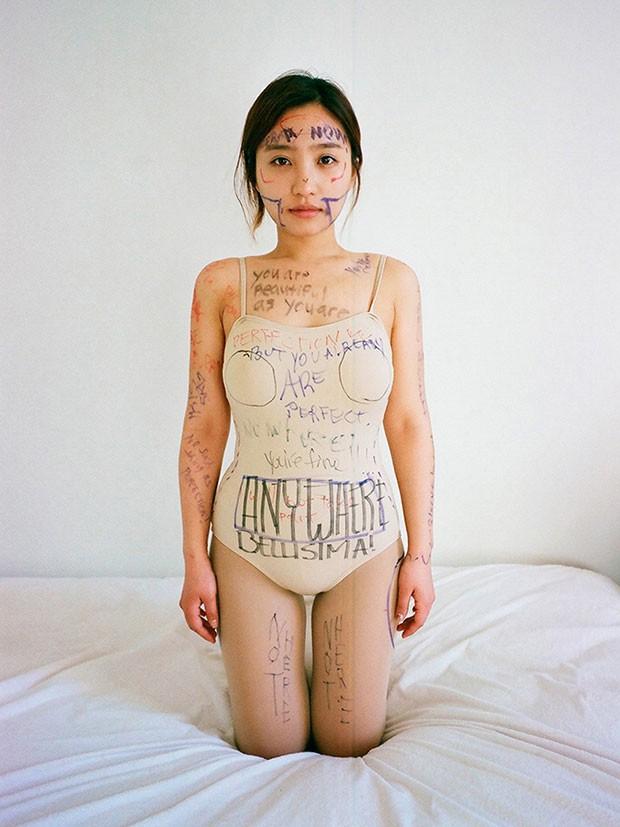 15 bức ảnh lột tả chân thật cái giá phải trả cho sắc đẹp hoàn mỹ của phụ nữ chính là đau đớn, máu và nước mắt - Ảnh 2.