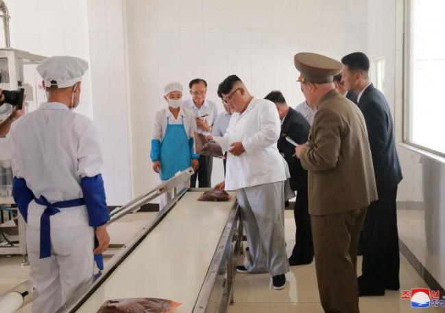 Ông Kim Jong-un lo giải quyết chuyện binh lính suy dinh dưỡng 1