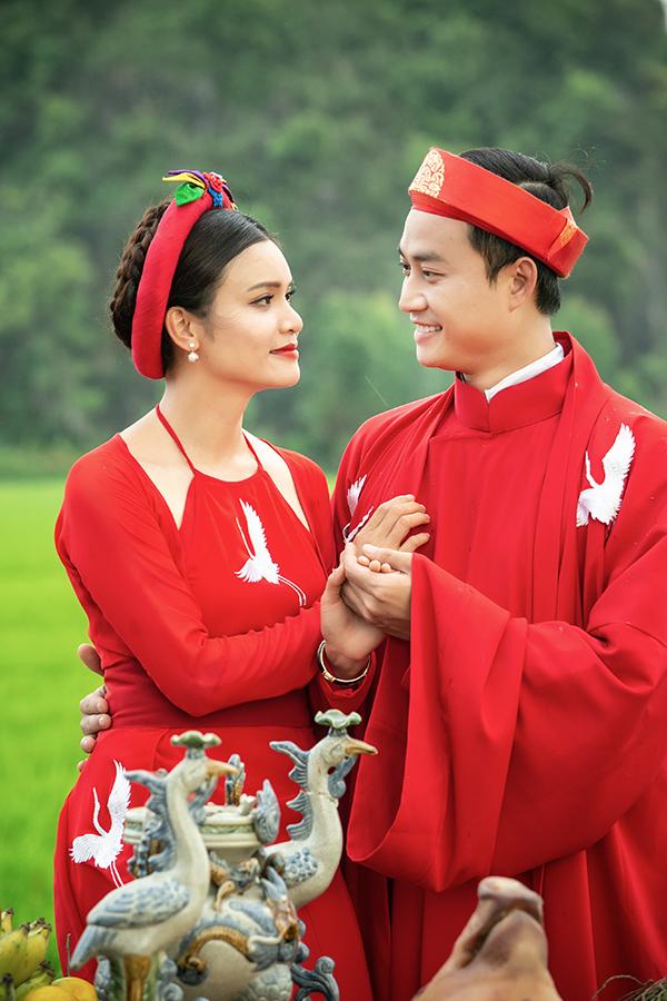 Ca sĩ Phạm Phương Thảo được diễn viên Tiến Lộc cầu hôn giữa cánh đồng 1