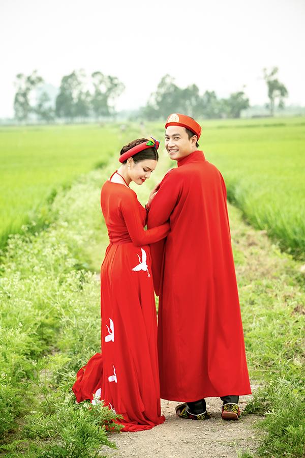 Ca sĩ Phạm Phương Thảo được diễn viên Tiến Lộc cầu hôn giữa cánh đồng 2
