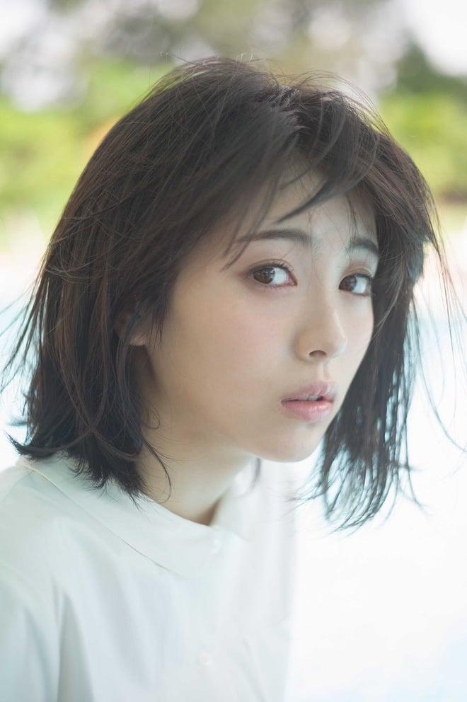 Từng gây sốt vì quá đẹp, mỹ nhân sinh năm 2000 khiến fan ngã ngửa vì... như người khác trong bộ ảnh ở Việt Nam - Ảnh 6.