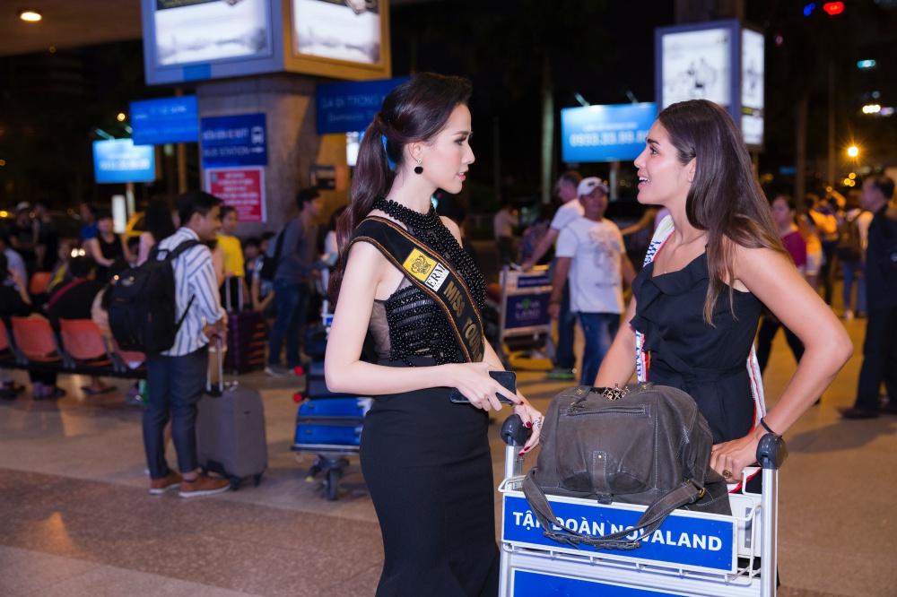 Phan Thị Mơ ra sân bay lúc 12h đêm đón thí sinh Hoa hậu đại sứ du lịch thế giới 2018 4