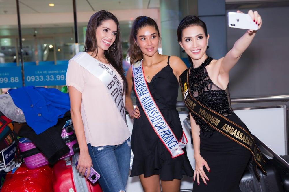 Phan Thị Mơ ra sân bay lúc 12h đêm đón thí sinh Hoa hậu đại sứ du lịch thế giới 2018 6
