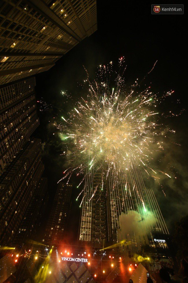 Màn pháo hoa cùng bữa tiệc ánh sáng đèn LED hoành tráng ghi dấu sự kiện ra mắt Vincom Center Landmark 81 - Ảnh 26.