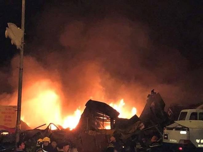 Cháy chợ Gạo Hưng Yên: Tiểu thương chỉ biết nhìn nhau khóc trước đống hoang tàn, đổ nát 7
