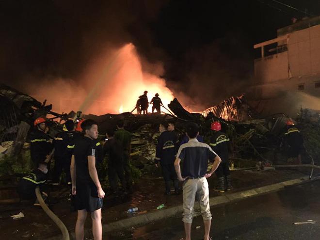 Cháy chợ Gạo Hưng Yên: Tiểu thương chỉ biết nhìn nhau khóc trước đống hoang tàn, đổ nát 8