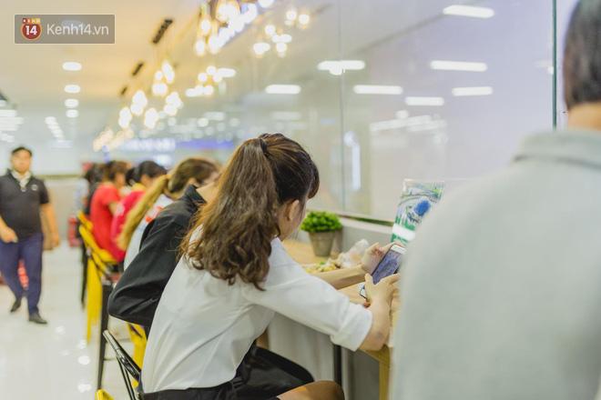 """Cận cảnh VinMart trong toà nhà cao nhất Việt Nam: Ai bảo siêu thị là không thể """"chất"""", không thể cool? 13"""