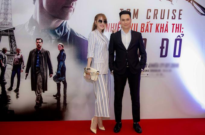 Lộ ảnh Việt Anh lái xe tiền tỷ chở Quế Vân đi xem phim 3