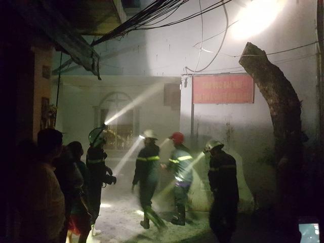 Sài Gòn: Cháy nhà 2 tầng trong hẻm, cả phố náo loạn 2