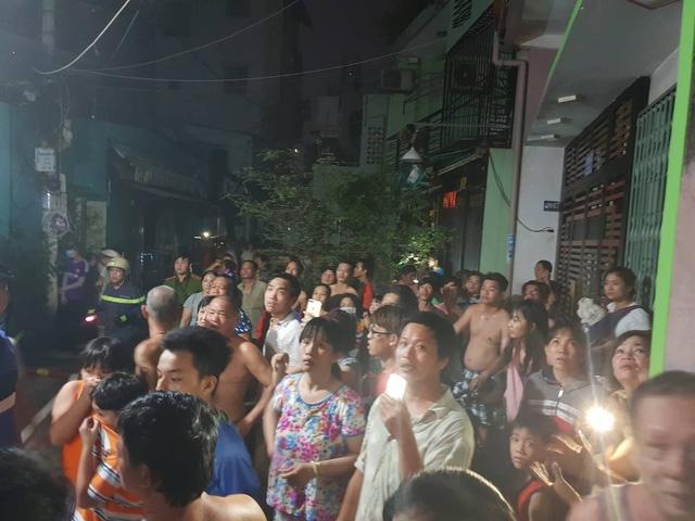 Sài Gòn: Cháy nhà 2 tầng trong hẻm, cả phố náo loạn 3