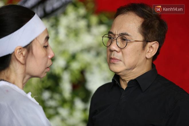 Thành Lộc lặng người bên linh cữu, chia sẻ chuyện xúc động về cố NSƯT Thanh Hoàng 2