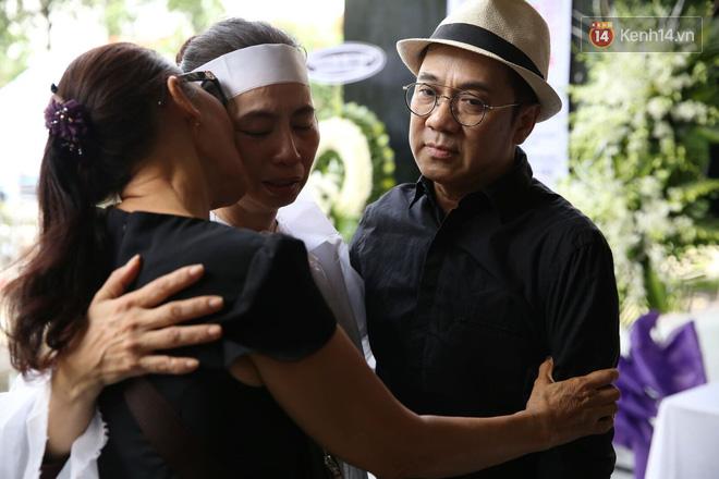 Thành Lộc lặng người bên linh cữu, chia sẻ chuyện xúc động về cố NSƯT Thanh Hoàng 3