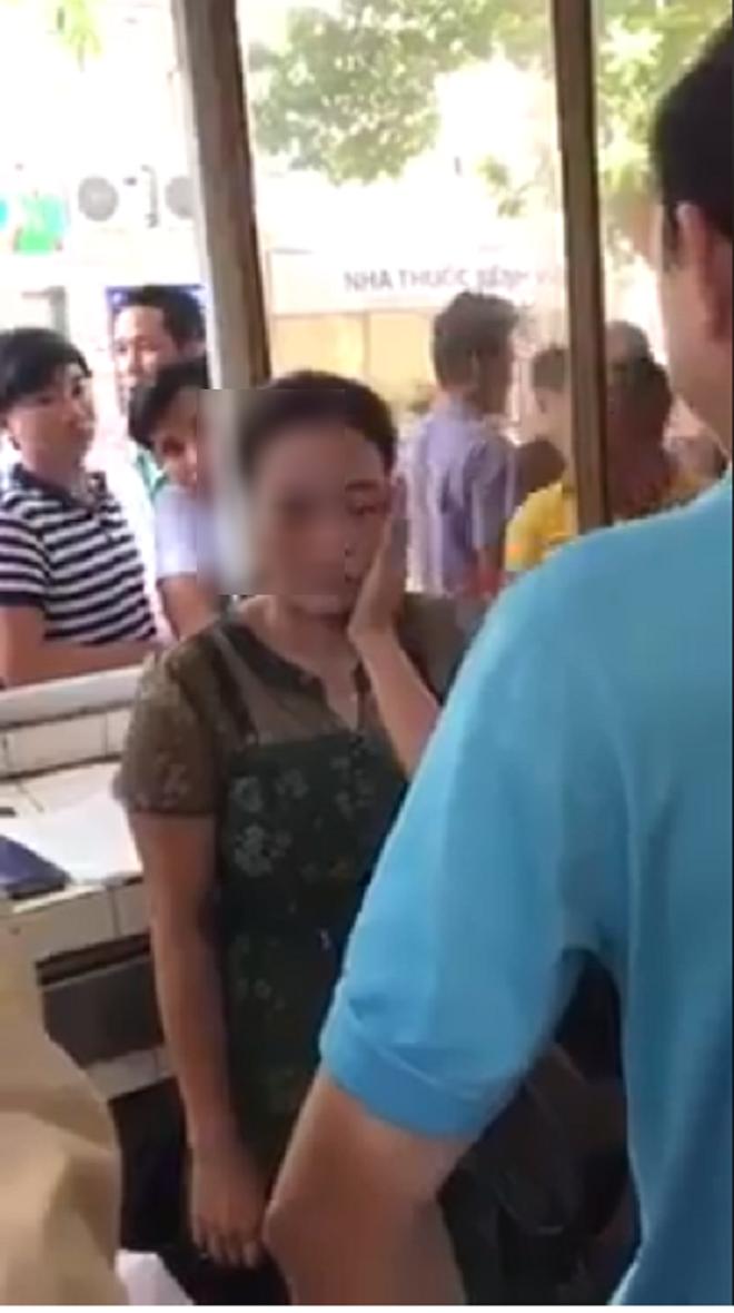 Người phụ nữ mặc áo blouse, mạo danh bác sĩ để lừa tiền ngay trong bệnh viện phụ sản Hà Nội 5