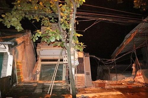 Sạt lở kinh hoàng, 5 ngôi nhà đổ sập xuống sông Đà: Bí thư thành ủy TP Hòa Bình lên tiếng 3