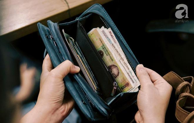 'Nhòm trộm' ví của dân công sở ngày cuối tháng, người vẫn giàu có, người thì 'đồng nát' 2